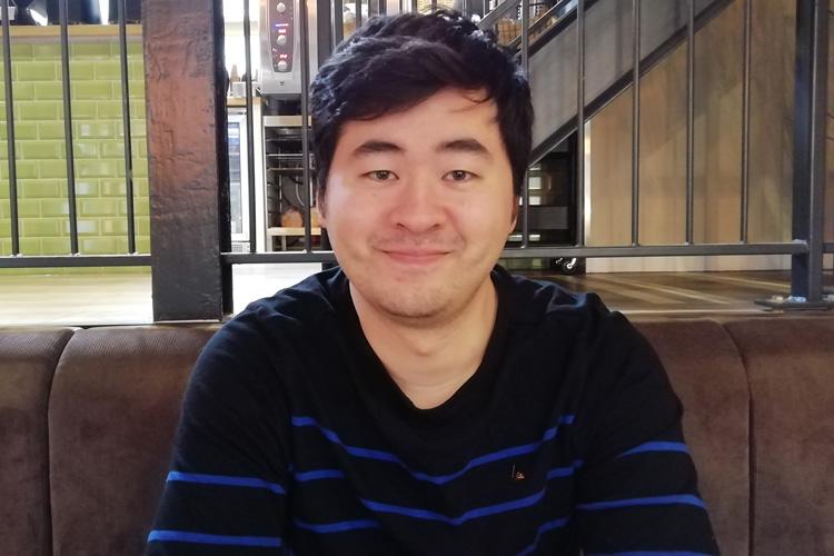Journalist Tom Kikuchi is internetredacteur bij het ANP