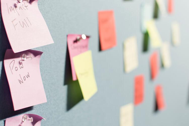 Hoe bedenk je nieuwe, frisse ideeën wanneer je alleen werkt?
