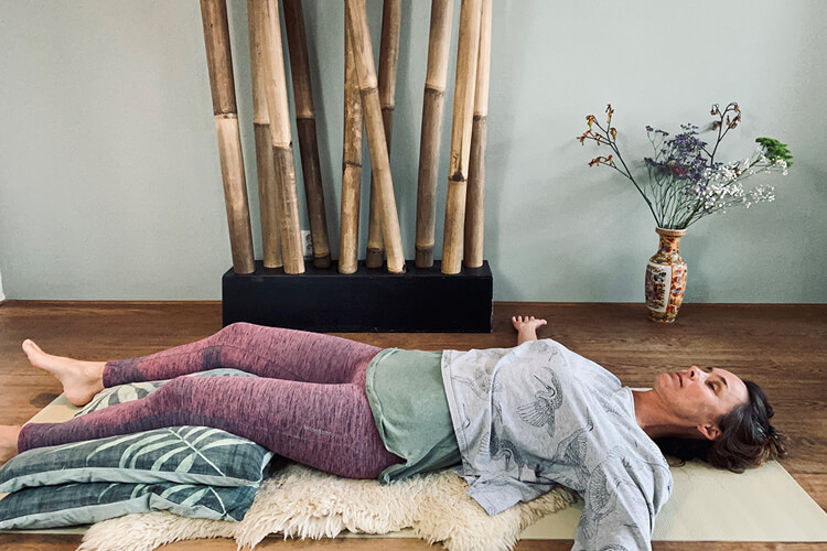 Sluit je werkdag rustig af met Yoga Nidra