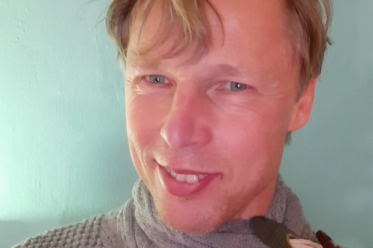 Journalist Pieter Baken ziet in ieder mens een interessant verhaal: 'Interviewen is mijn passie'