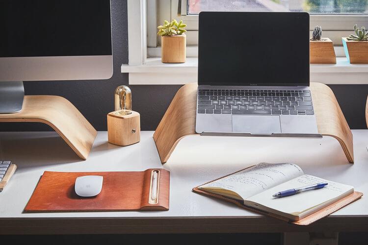 Een laptopbochel?! 11 tips voor een goede werkhouding