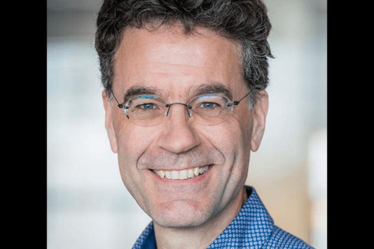 Trainer én kandidaat Eugène van Haaren (her)schrijft begrijpelijke teksten over zeevaart